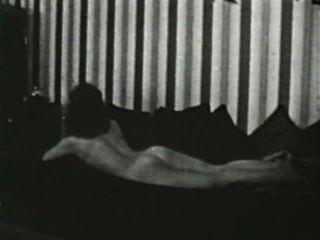 Softcore desnudos 580 50s y 60s escena 4