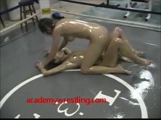 Lesbianas lucha de aceite