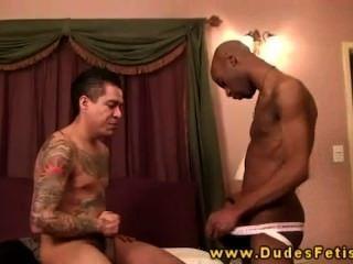 Tattooed gay dom castiga a su sub negro