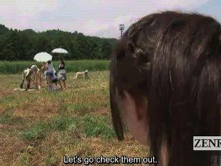 Subtitulado cfnm al aire libre japonés semen ordeño rancho