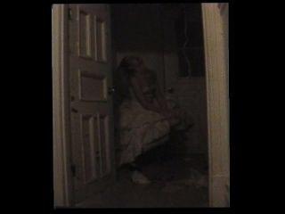 Puta desorientada atrapada en el armario