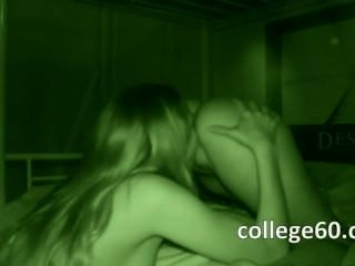 Chicas universitarias adolescentes chupan polla grande