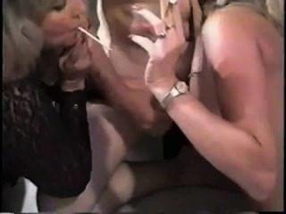 2 milfs de fumar rubia bj