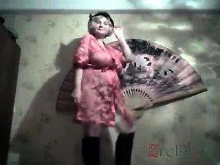 Abuelita striptease