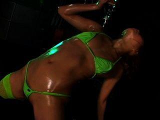 Micro bikini oily dance 3 escena 4 mirai yazawa