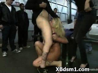 Mujer caliente en extrema bdsm y perversión