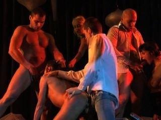 Cecilia vega abuso anal en orgía brutal