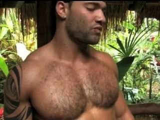 Músculo peludo caliente