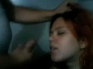 Redhead mujer jen obtiene un facial de su hombre