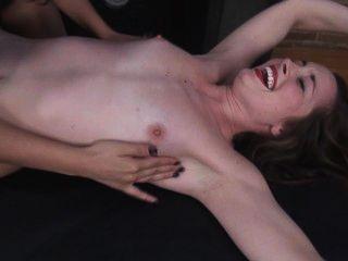 Desnudo danny cosquillas