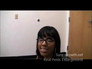 Mujer negra obtiene follada por su nuevo trabajo