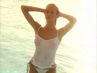 Heidi klum: camiseta mojada