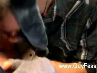 El porno gay trace van de kamp está de vuelta para entregar su jugoso jock a uno más