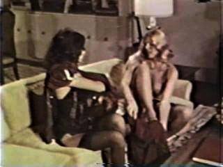 Lesbianas peepshow loops 585 70s y 80s escena 3