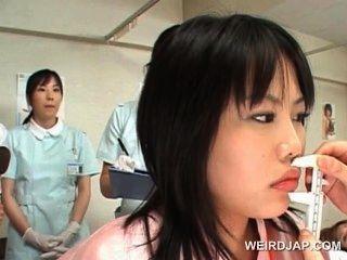 Asiático lindo paciente obtiene coño comprobado en el ginecólogo