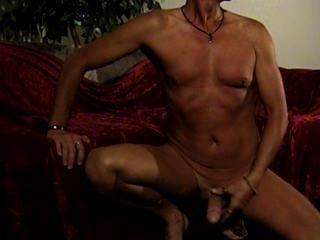 Mi primer jerkoff totalmente desnudo
