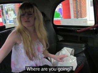 Coño peludo rubia follada en taxi