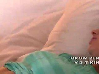 Nervioso adolescentes coño empapado mojado siendo lamido por lesbianas mayores fri