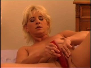 Secrets of horny mature 3 escena 2