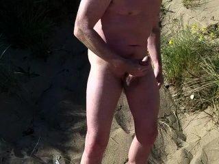 Escocés exhibicionista en la playa