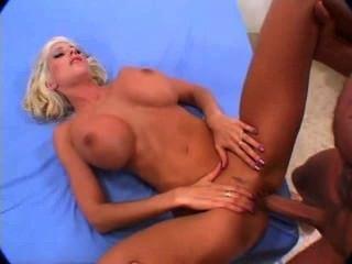 Blonde cuckolding traducción