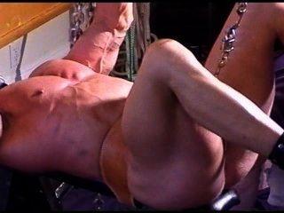 Bodybuilder cbt bola estiramiento esclavitud.