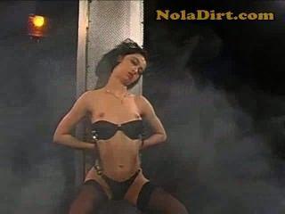 Caliente amateur rumano stripper puta en negro