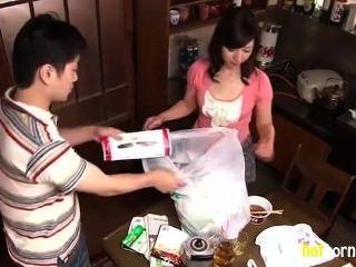 Mujer lasciva en casa quiere follar