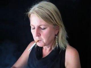 Claudia de fumar