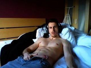 Hombre caliente caliente cums en cámara