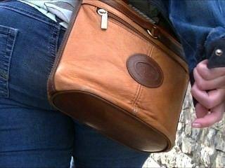 Culo grande en jeans ajustados (sincero)