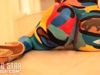 Cubana lujuria cuerpo pintura bailando a travis portero solo ayy señoras