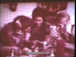 Tres chicas coño caliente comiendo partido