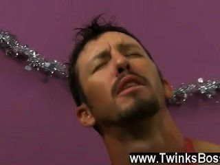 Video gay danny brooks está desesperado por obtener su bono de Navidad, incluso si