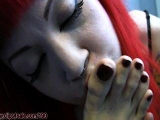 Chica de las sirenas soñolienta