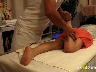Maestra femenina es manipulada en la clínica