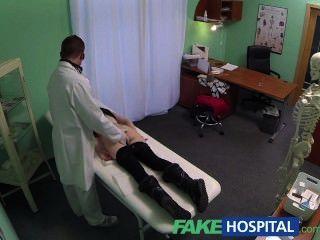Fakehospital espía en bastante adolescente lentamente seducido y toma creampie
