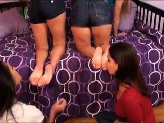 Iwf, poco paso hermanas tienen que oler los pies