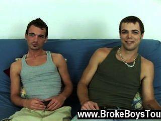 Gay joder diesal y aaron se sentó de nuevo en el futón y como aaron había