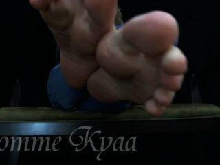 ¡Kyaa # 4 tirón apagado a mis suelas atractivas!