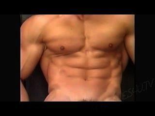señor.Patio del músculo posando