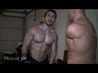 Mister michael fitt overcums un maniquí de boxeo
