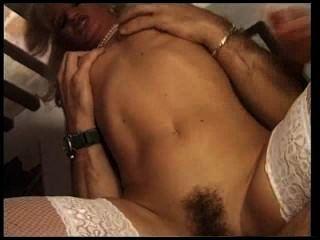 Puta francesa en medias blancas mierda en su culo