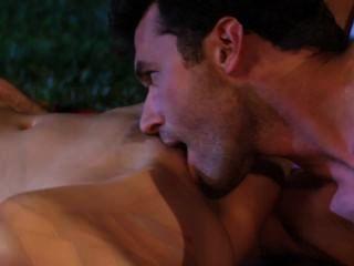 Lexi se escabulle para el sexo en el jardín