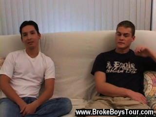 Video gay de devon en el otro brazo no podía parecer rígido para obtener su