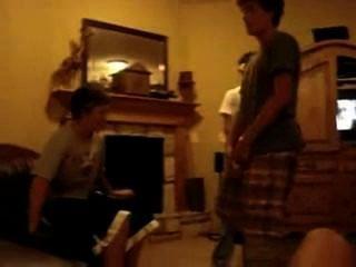 Str8 chicos jugando unos con otros