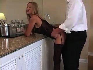 Puta milf follada por su vecino hombre maduro