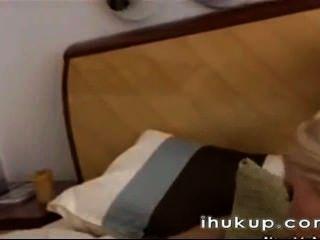 Dos chicas sexy con un chico ihukup com