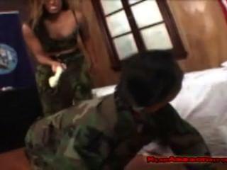 Adoración sudorosa del ejército
