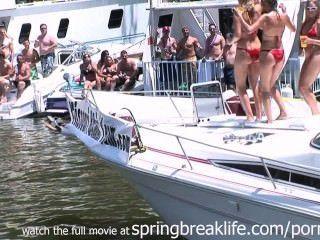 Las chicas de bikini se desnuda